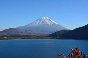 千円札と同じ場所で本栖湖から撮った富士山